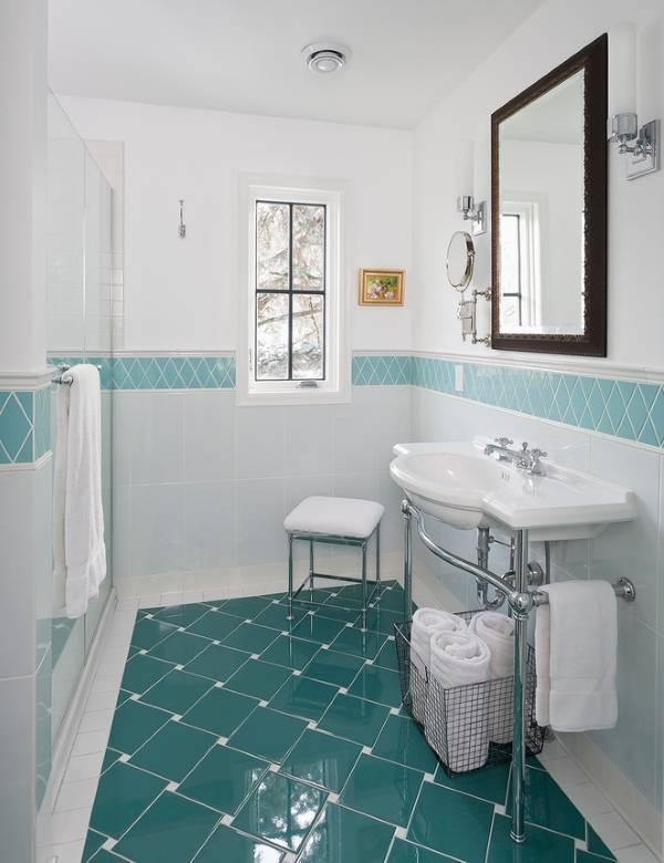 Як клеїти плитку у ванній правильно.